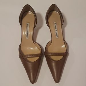 MANOLO BLAHNIK Pointed Toe Kitten Heels size 39